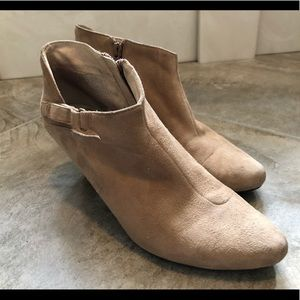 Tsubo tan booties 7.5
